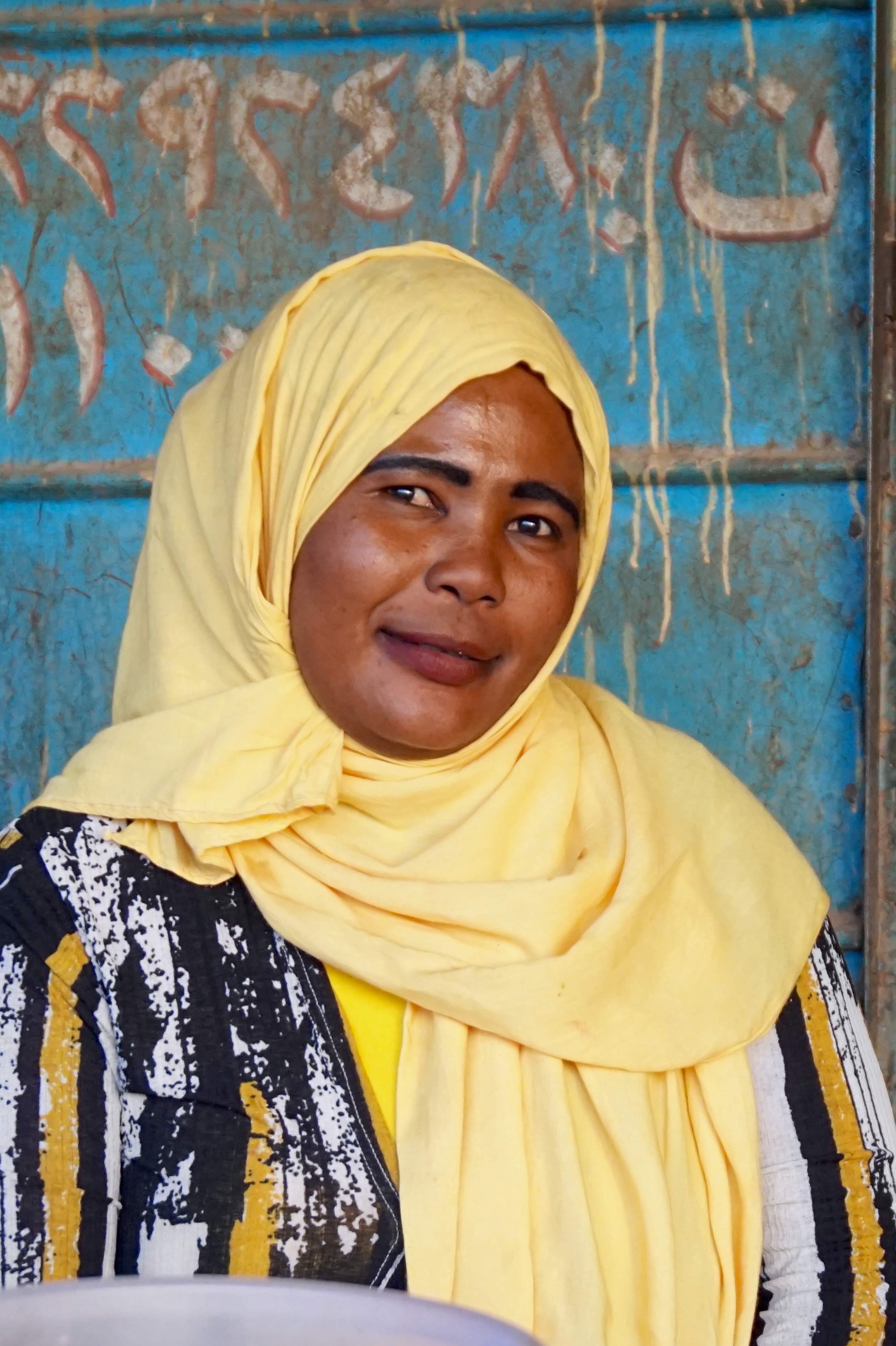 SudansTeaLadiesKeepTheLocalPopulationRefreshedWithTheirSugar-LadenHotBeverages
