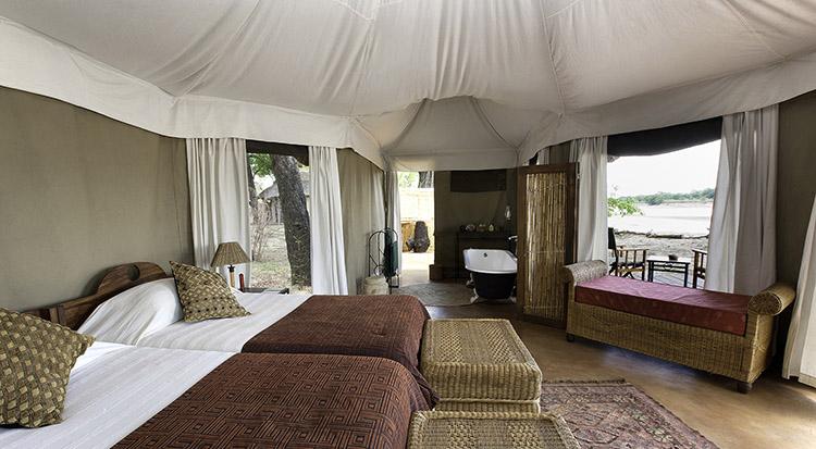Zambia-luangwa-valley-bedroom-lodge