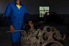 """Marceline est une jeune fille de 14 ans habitant Kalémie, la capitale de la province du Tanganyika, une région en proie depuis un an à des violences inter-ethniques qui ont provoqué le déplacement de plus de 500.000 personnes. Elle étudie dans un lycée technique et est «toujours émerveillée de voir des techniciens mécaniciens travailler, manipuler et entretenir des machines». Elle rêve «d'inventer une machine». / Marceline is a 14-year-old girl living in Kalémie, the capital of the province of Tanganyika, a region that has been ravaged by inter-ethnic violence for over a year, causing more than 500,000 people to flee. She studies in a technical high school and is """"always amazed to see mechanic technicians work, manipulate and maintain machines"""". She dreams of """"inventing a machine""""."""