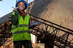 """Rudy est un garçon de 12 ans habitant à Lubumbashi, la capitale de la province minière du Haut-Katanga. Il rêve de devenir ingénieur des mines depuis qu'il a fait le constat que son pays est riche en ressources minières mais que la population est généralement très pauvre. Il souhaite «contribuer au développement du pays en améliorant le secteur de l'exploitation minière». / Rudy is a 12-year-old boy living in Lubumbashi, the capital of the Upper Katanga mining province. He dreams of becoming a mining engineer since he realized that his country is rich in mineral resources but that the population is generally very poor. He wants to """"contribute to the development of the country by improving the mining sector""""."""