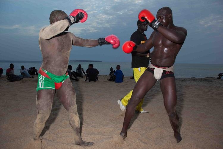 sport-wrestlers-senegal