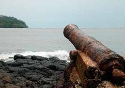 L'ancien canon qui protégeait le port négrier