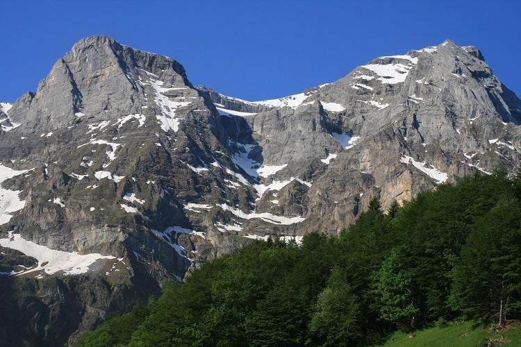 Vacances dans les Alpes suisses ; une African missioner en Europe
