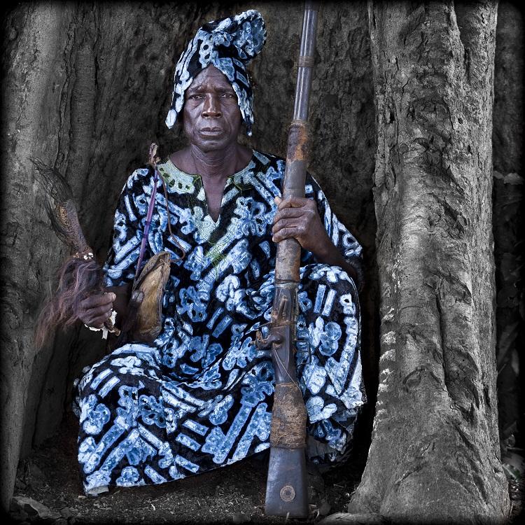 Les Chasseurs Nagô du Royaume de Bantè forment une confrérie de chasseurs placées sous l'autorité du Roi traditionnel, Ade-Fouiloutou Laourou.