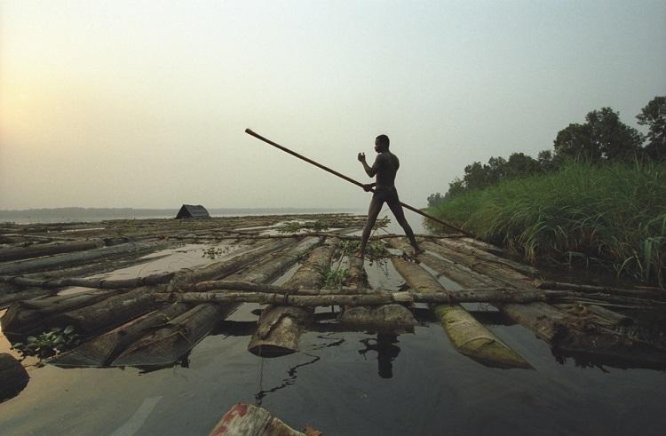 Nigéria: les radeaux de la débrouillardise