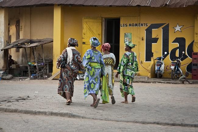 Femmes au carrefour Houeme, Porto-Novo, Bénin