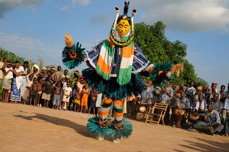 Masques, danses et traditions du folklore Gouro en Cote d'Ivoire,