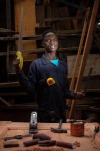 Lajoie, 17 ans, Goma. Il rêve de devenir un menuisier professionnel de renom, et « se distinguer par la qualité de son travail » pour prouver « qu'on peut réussir malgré les terribles épreuves que moi et d'autres jeunes comme moi ont traversées »