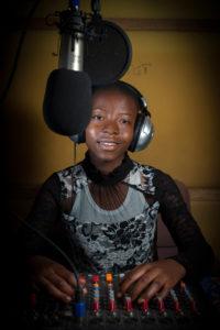 Fortuna, 11 ans, Kalémie, la capitale de la province du Tanganyika. Elle rêve depuis de devenir journaliste et « être engagée dans une radio de renommée provinciale ou nationale afin de fournir des informations claires et compréhensible »