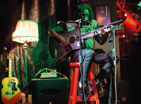 artiste chantant au the house of machine